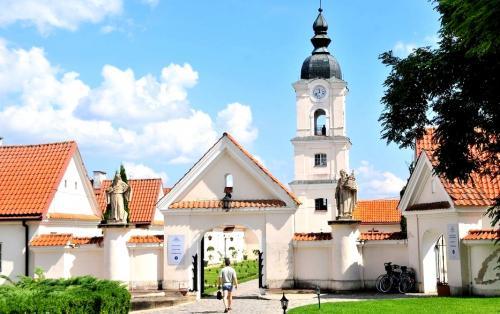 1694456 tam gdzie papiez byl klasztor wigry za brama eremy kamedulow 1447415169